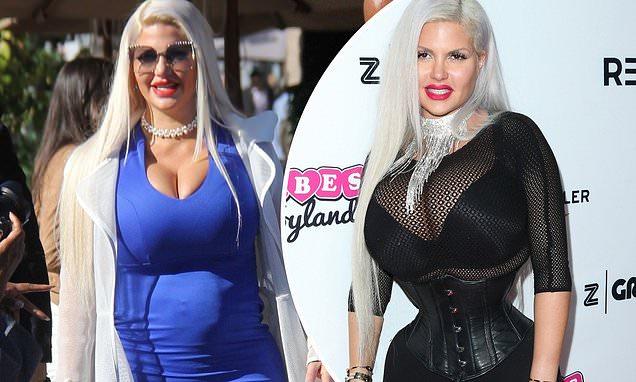 Barbara D'Urso a Live Non è la D'Urso ospita Sophia Vegas la donna con il girovita più stretto del mondo
