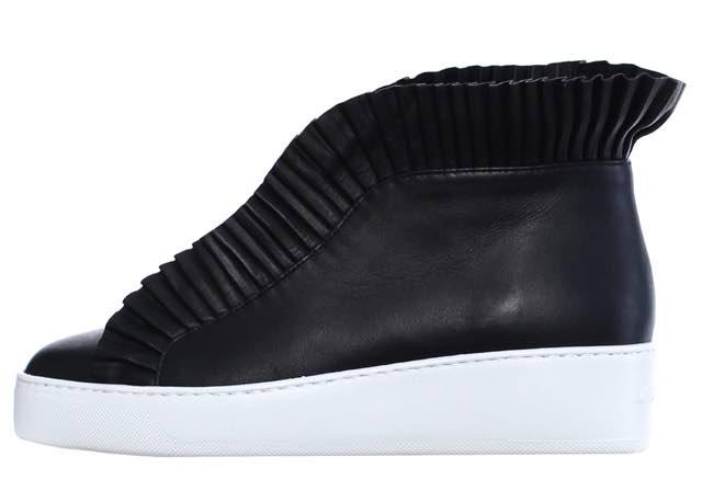 Ecco le sneakers nobili con quel tocco chic di tendenza