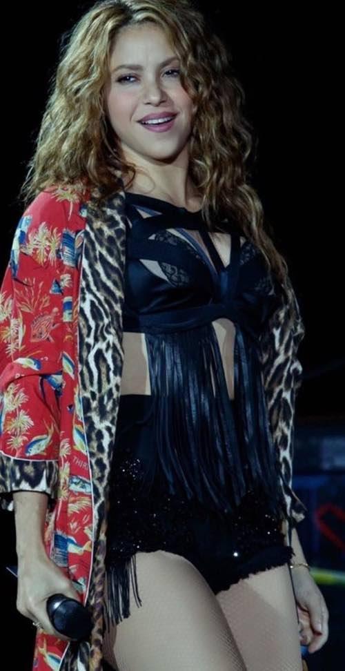 Shakira sceglie lo stile italiano per il suo look