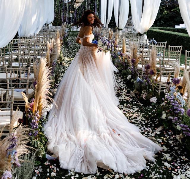 Paola Turani matrimonio abito da sposa e i vestiti per la festa
