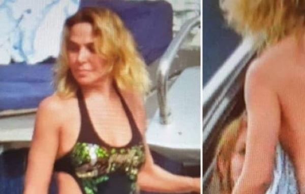 Barbara D'Urso fisico perfetto si toglie il costume in barca per asciugarsi