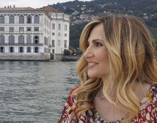 Grand tour replica Lorella Cuccarini in giro per l'Italia partendo dalla Puglia