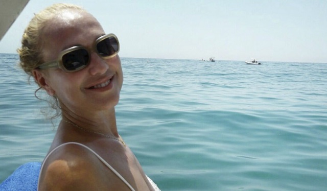 Alessandra Celentano senza mutande estate bollente per la prof di Amici