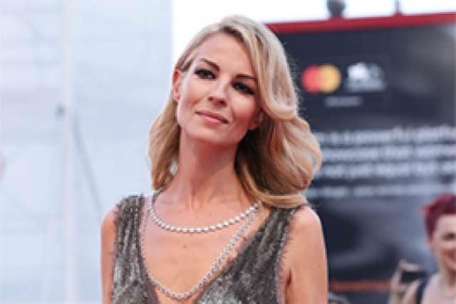 Roberta Ruiu incanta Venezia sul red carpet abito e gioielli