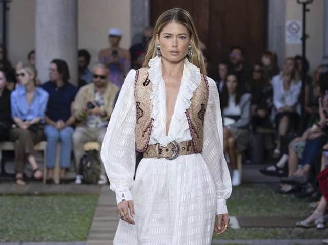 hot sales b528a 5e503 Sfilata Etro Milano Moda donna PE 2020 ospiti e stile ...