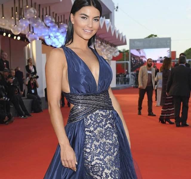 Teresa Langella di Uomini e donne sul red carpet di Venezia abito e look