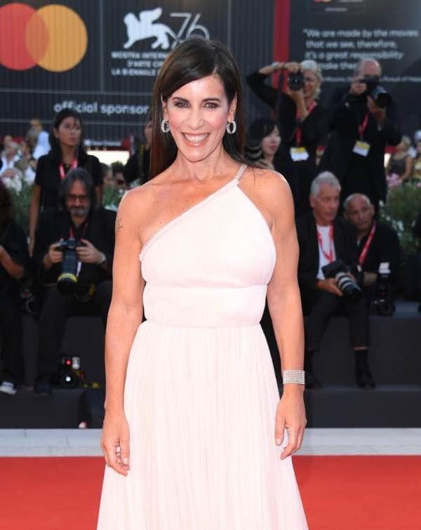Paola Turci splendida sul red carpet di Venezia 2019